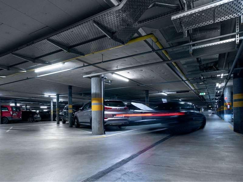 Puls5 Zürich: Parkhaus mit LEDCity-Röhren spart jedes Jahr Strom für 17 Haushalte