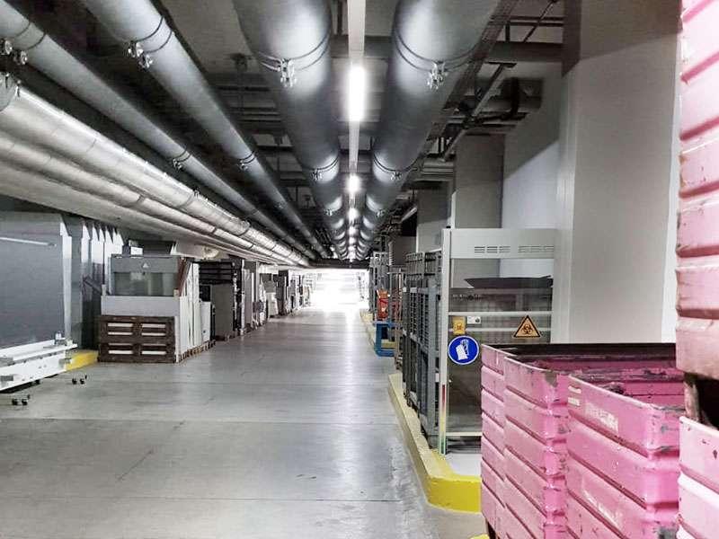 Uni Zürich: Korridor mit LEDCity-Röhren