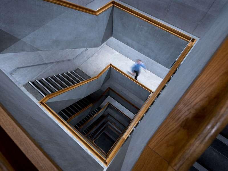 zhdk : LEDCityTubes semi-autonomes dans l'escalier